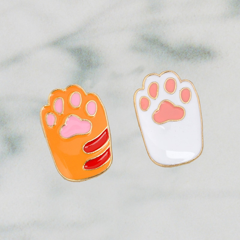 Kawaii dibujos animados gato pata esmalte duro Pin Amarillo Blanco Metal Animal broche de Mascota para chica perro gato amantes mochila Pin de solapa insignia