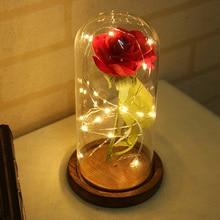 Vida eterna flor rojo artificial Rosa Luz LED con pétalos caídos en una cúpula de cristal en Base de madera decoración del banquete de boda caja de regalo