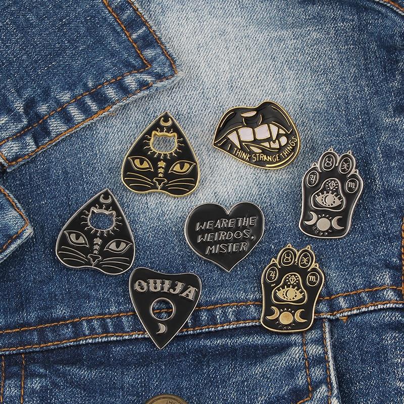 Witch Pattern Cat Scratch Love Cat Head Brooch Fashion Personality Lips Heart-shaped Metal Enamel pin Ladies Dress Punk pin