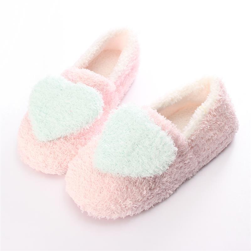 Zapatillas de otoño invierno 2019 para mujer, Pantuflas suaves y cálidas con diseño de corazón de felpa para el suelo, zapatos de casa para hombre, Pantuflas de interior