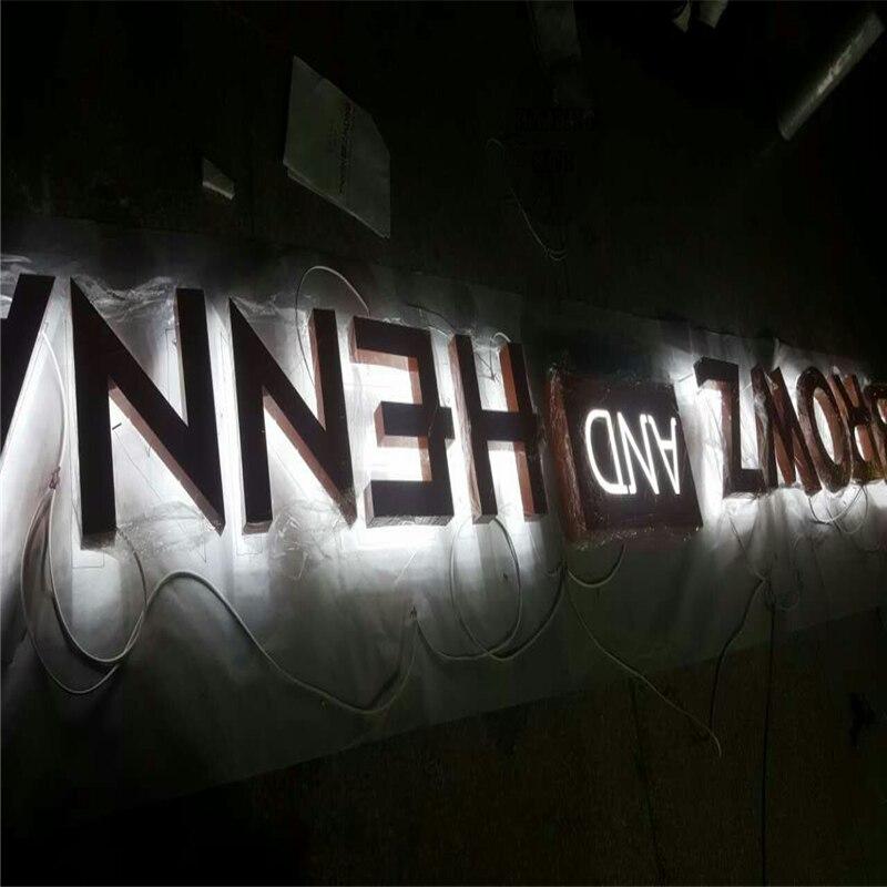 Tomada de fábrica de iluminação led na carta, publicidade iluminação signbaord