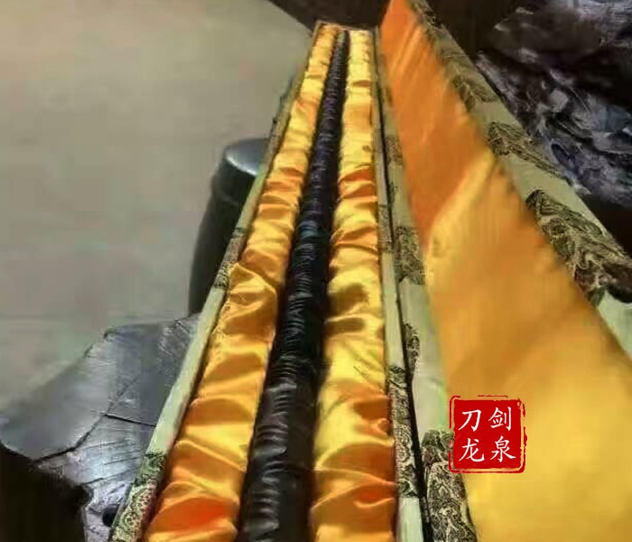 Barra de acero al carbono superior golden cudgel torsion Wushu varilla de hierro pesado arma fría no afilada artesanía hecha en Longquan