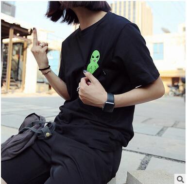 Bohocotol 2018 Summer Style T-shirt Print Middle Finger Pocket Alien Harajuku O-neck Short Sleeve Cotton Couple Tee Plus Size