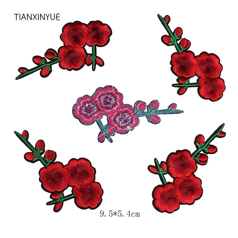 TIANXINYUE 20 piezas rojo ciruela flor parche apliques pegatina de tela de hierro en remiendo de La Flor de coser ropa bordada