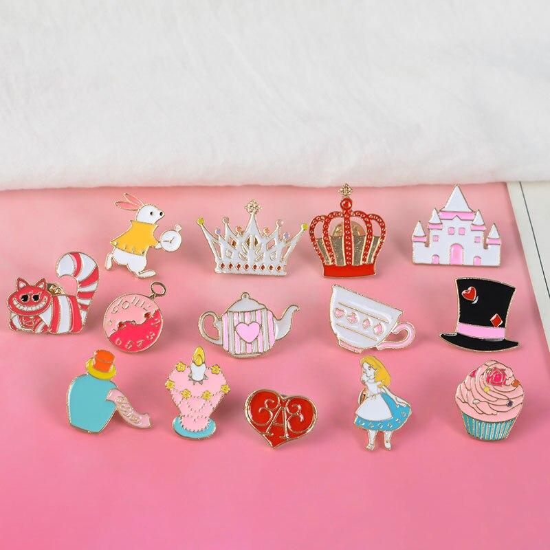 Rainha alice país das maravilhas lapela pinos broche para mulher bonito chapéu mágico cupcake esmalte pino emblemas cor conto de fadas jóias acessórios