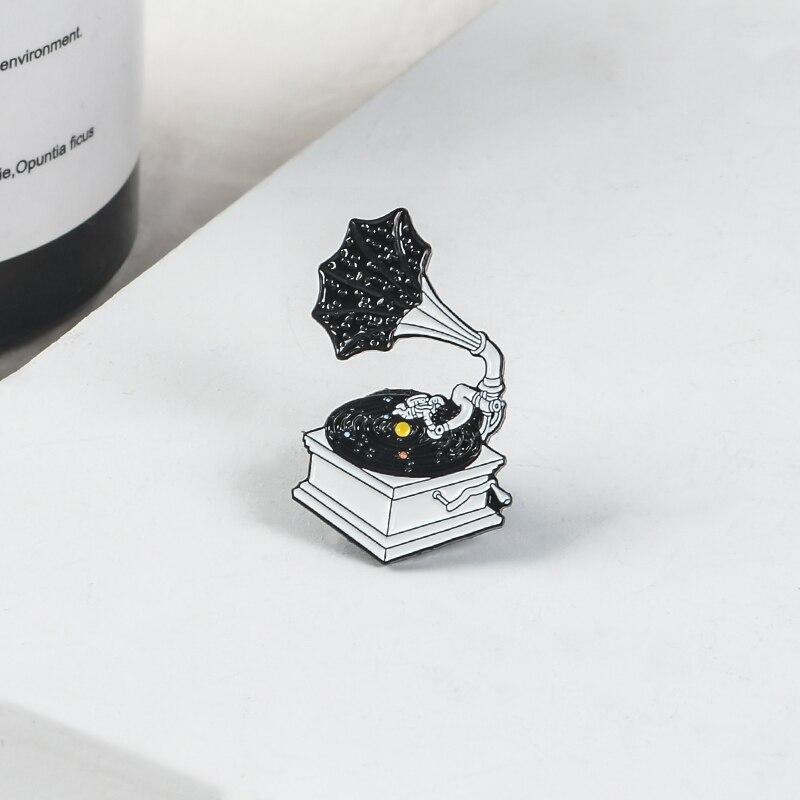 Vintage Negro cielo estrellado fonógrafo esmalte Pin clásico equipo de música Pin solapa ropa con insignias bolsa regalo de joyería para Mujeres Hombres