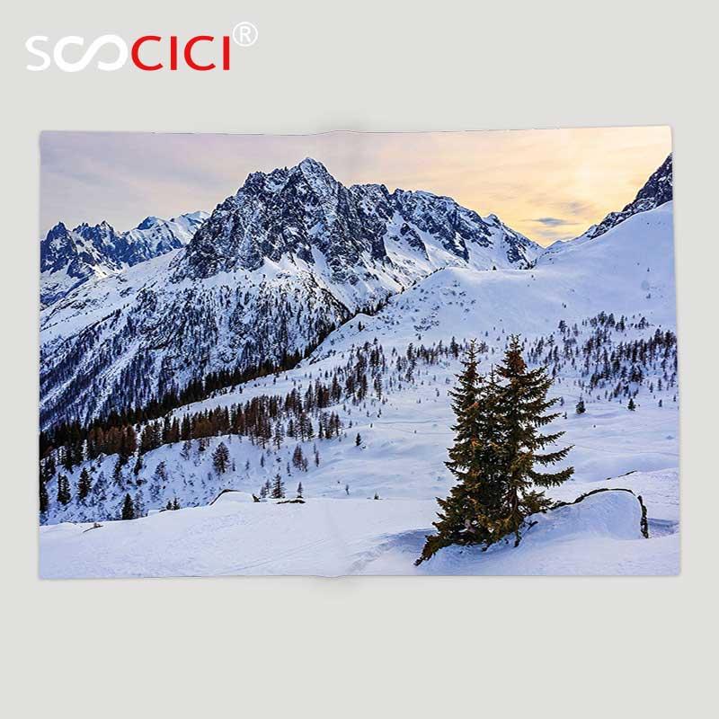 Manta de lana suave personalizada manta de granja decoración paisaje de la montaña de la nieve en el atardecer Pino árboles tranquilidad en el tema de invierno blanco