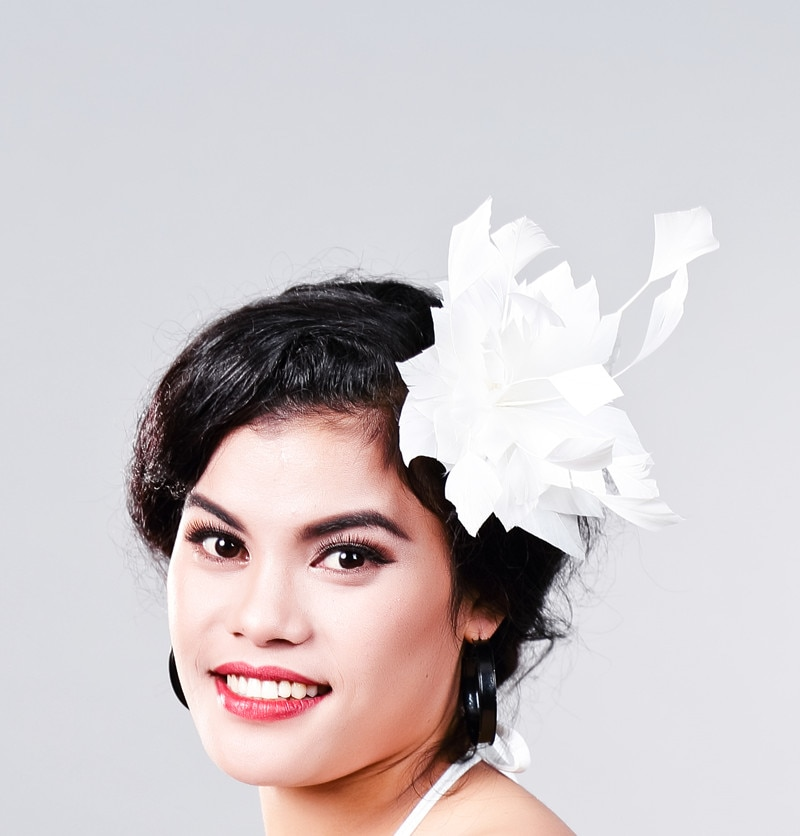 Accesorios de tocado floral de plumas blancas para bodas elegantes para mujer