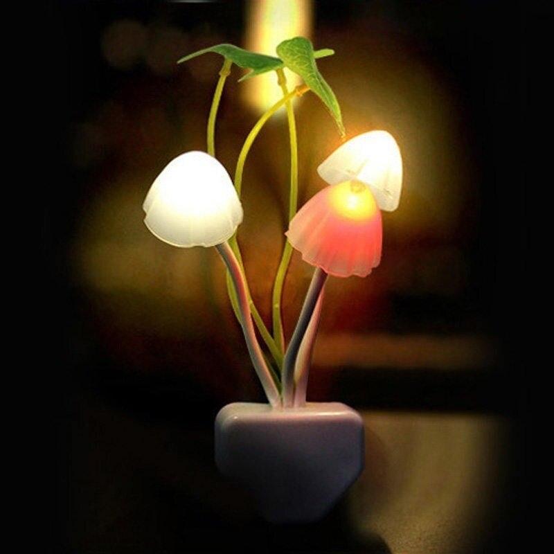 Novedad hongo seta luz nocturna EU enchufe Sensor de luz EU 220V 3 Led lámpara de setas de colores Led luces nocturnas adaptador exquisito