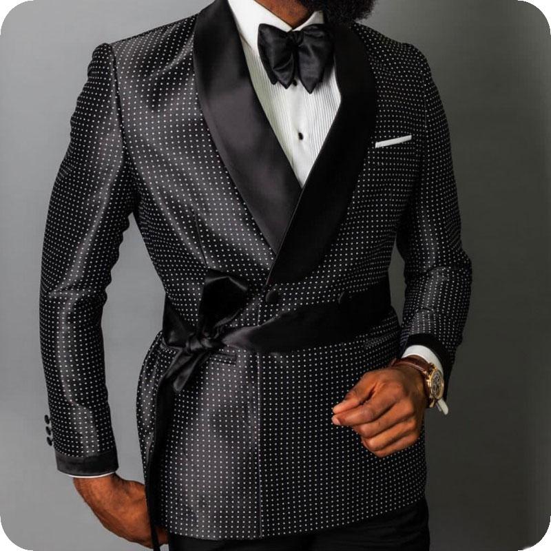 جديد وصول رفقاء الأسود العريس البدلات الرسمية شال طية صدر السترة الرجال الدعاوى 2 قطعة الزفاف أفضل رجل العريس (سترة + سروال + التعادل) C603