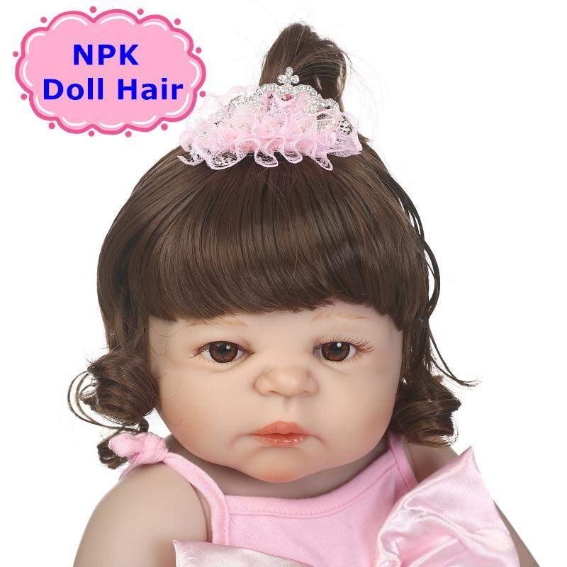 Peluca de cabello rizado NPK marrón para 55-57cm muñeca Reborn Peluca de pelo de alta moda para Reborn Baby Doll accesorios de muñeca «hágalo usted mismo»