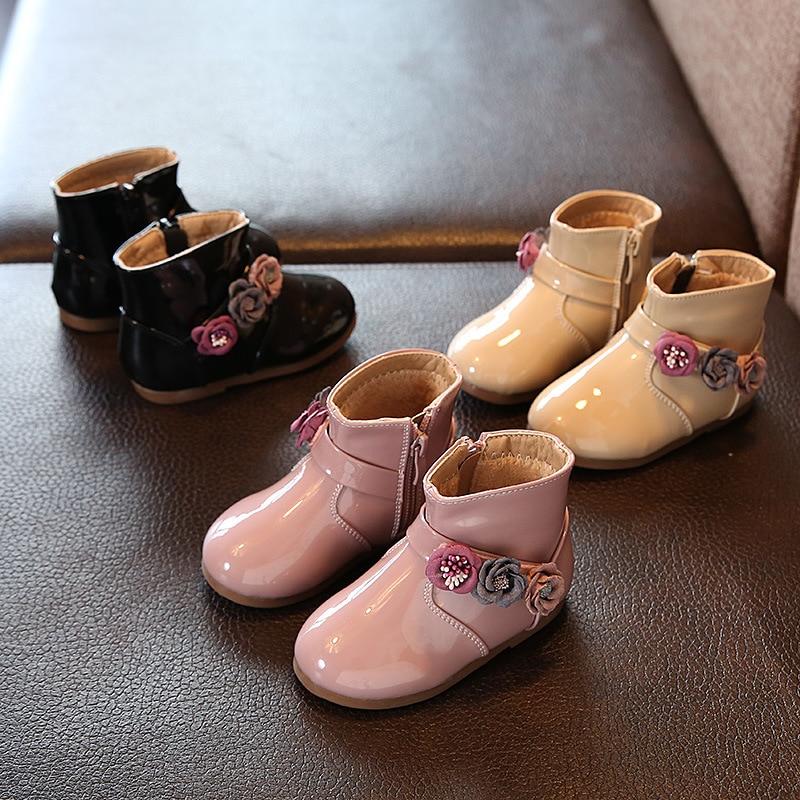 Outono Novo Bebê Meninas Moda Botas Sapatos de Bebê Bonito Da Flor do Couro de Salto Baixo Botas para o Bebê Meninas Rosa Cor Preta