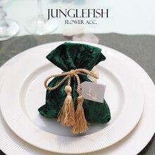 2018 nuevo de terciopelo verde boda cajas de caramelos con cadena y el tarjetas 9,5*12 cm de regalo de lujo bolsas de evento suministros de recuerdos para fiesta bolsa