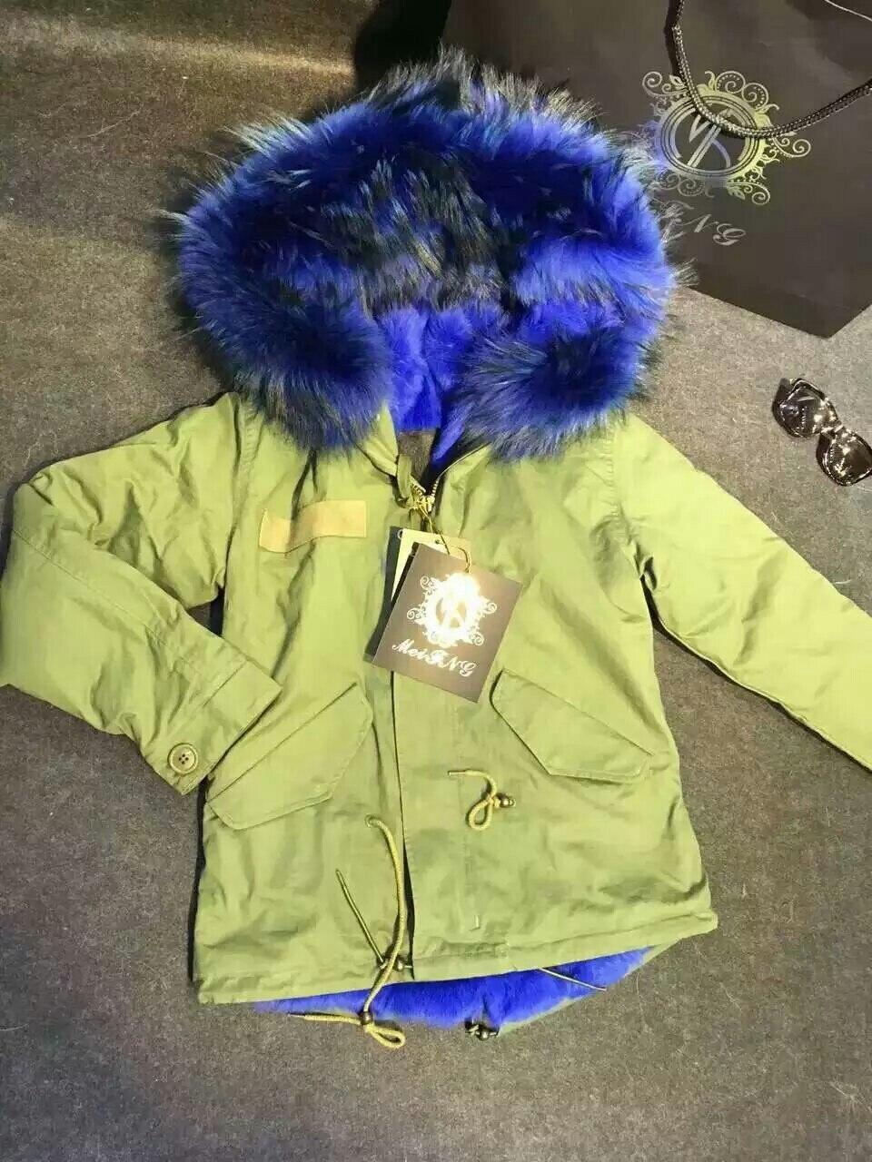 Chaqueta corta de invierno Mr Furs de piel de conejo azul parka Italia de manga larga de gran cuello de piel de mapache para mujer