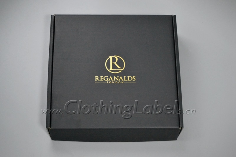 CAJA PLEGABLE corrugada para ropa, caja negra con logotipo de lámina dorada, póngase en contacto conmigo para obtener un coste económico.