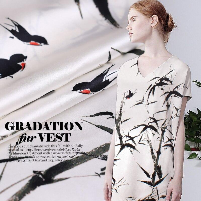 Czystego jedwabiu zwykły satynowy materiał z tkaniny tkaniny do szycia sukienka szalik Off biały super bambusowy las kwiaty jaskółka druku tkaniny