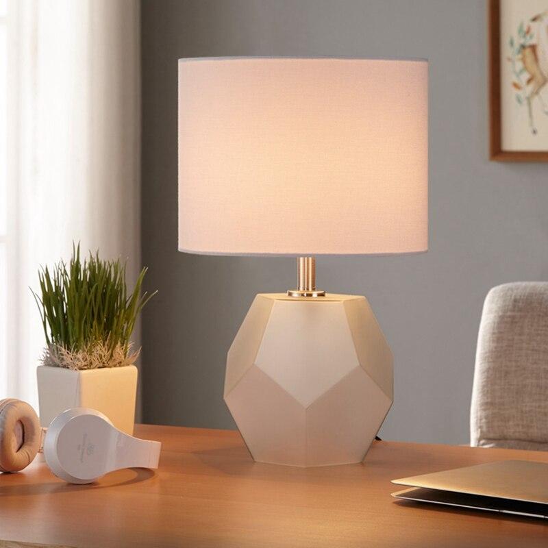 Lukloy nordic decorativo quarto lâmpada de mesa de controle remoto lâmpada cabeceira simples moderno quente romântico europeu luz