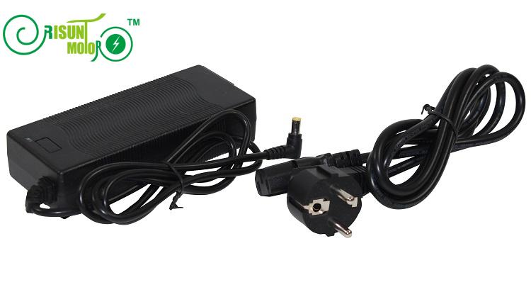 Negro Nuevo de 48 voltios LiFePO4 bicicleta eléctrica inteligente 58,4 V 2A Salida de carga del cargador de batería Ebike uso Batteria 100- 240 V de entrada