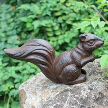 Vintage Rustic Cast Iron Squirrel Statue Home Garden Decor Heavy Retro Squirrel Figurines Handmade Solid Squirrel Sculpture