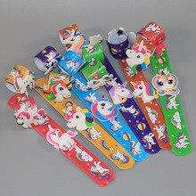 1 teile/los Assorted Cartoon Einhorn Slap Armbänder Armreif Kinder Event Party Favors Liefert Junge Mädchen Geburtstag Party Spielzeug Dekoration
