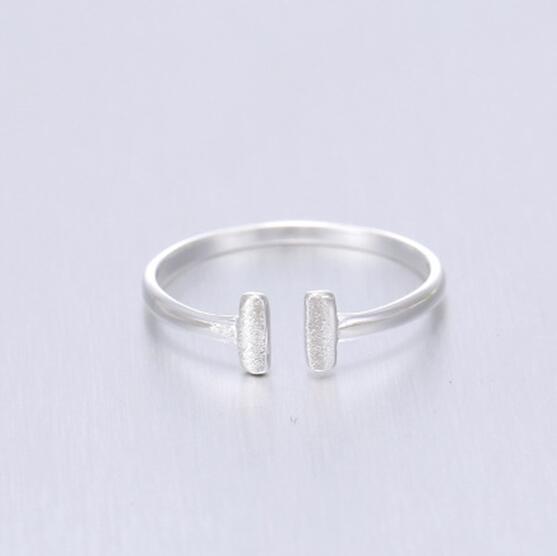 Réel pur belle couleur argent lettre anneaux pour les femmes mode bijoux taille réglable anneau