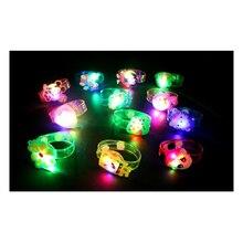 1 stücke Cartoon leuchtenden armband/grelle uhr/leucht spielzeug/baby spielzeug für kinder/spielzeug/alien/weihnachten geburtstagsgeschenk/