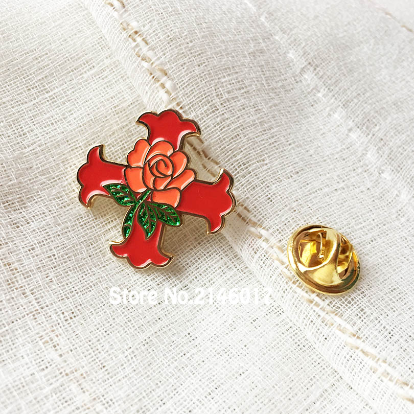 50pcs Scottish Rite Free Masons Custom Enamel Badge Red Cross Of Constantine Rose Glitter Pins Brooch Masonic Lapel Pin Knight