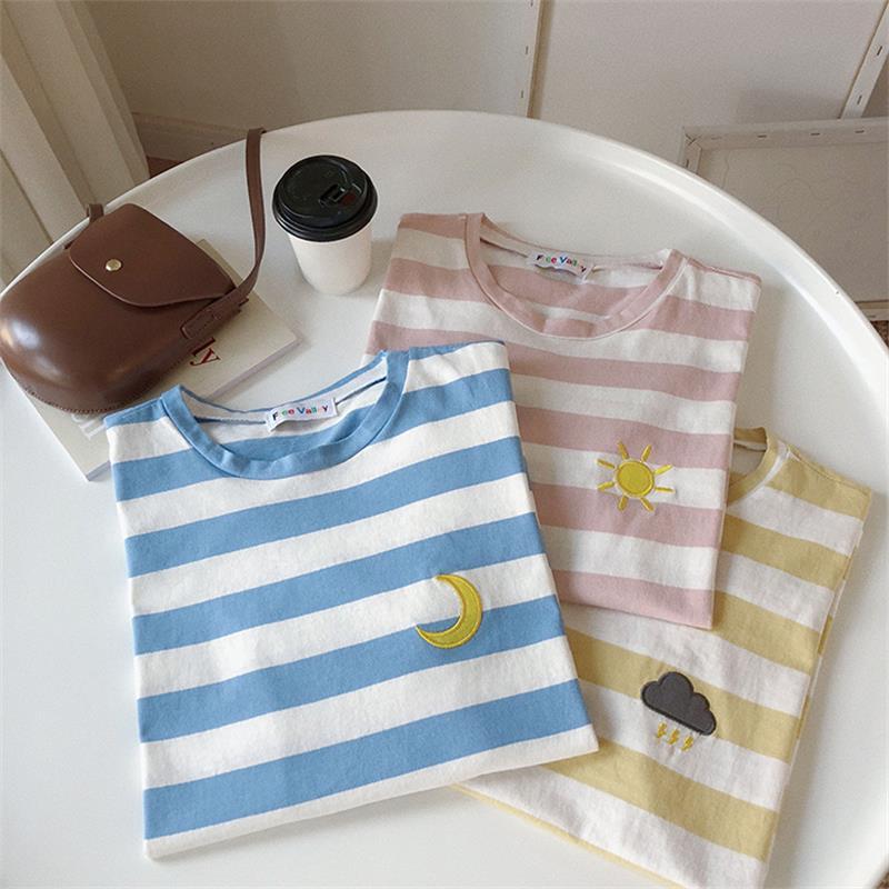 Camisetas de mujer Japón Harajuku Vintage a rayas sol nube Luna bordado camiseta femenina Kawaii Coreano Top para mujer