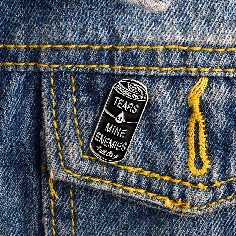 "Receta Original de moda ""Tears of Mine engers"" latas negras broches esmaltados Tall Boy Can Shape mochilas chaquetas Lapel Pins"