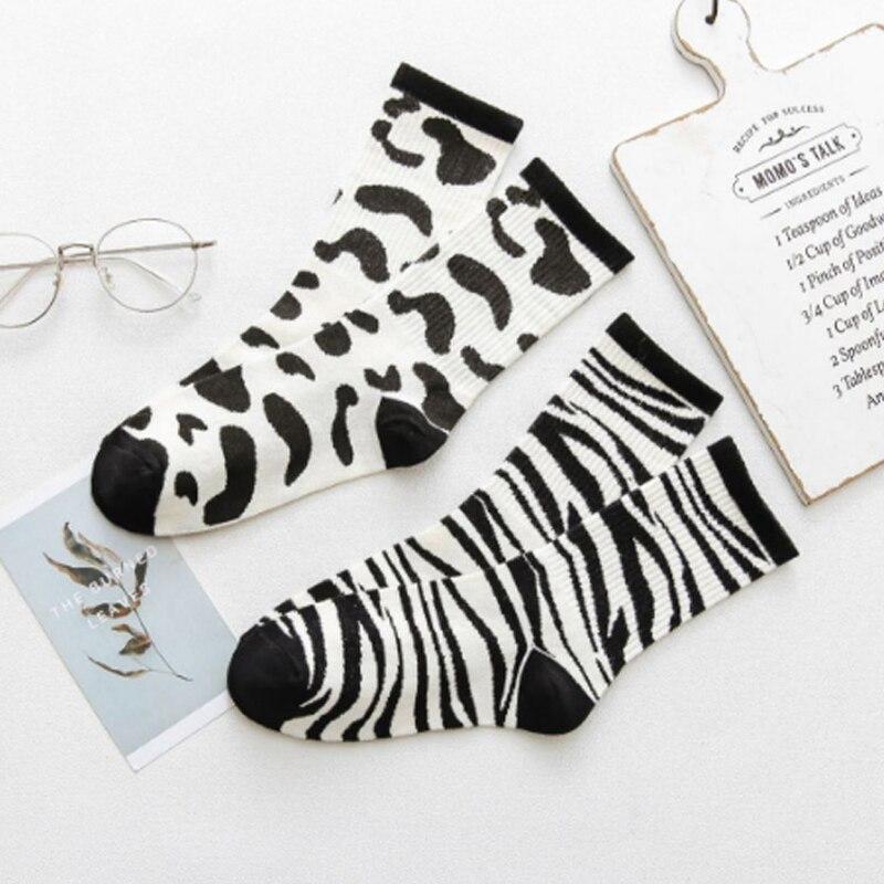 Koreanische Retro Socken Weibliche Mode-Trend Schwarz Weiß Casual Kuh Zebra Socken Hip Hop Skateboard Sport Casual Flut Socken Weiß