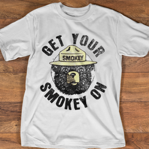 Smokey Bear Get Your Smokey On Firefighter, camiseta blanca de algodón para hombre, camiseta de dibujos animados, camiseta Unisex para hombre, nueva camiseta de moda
