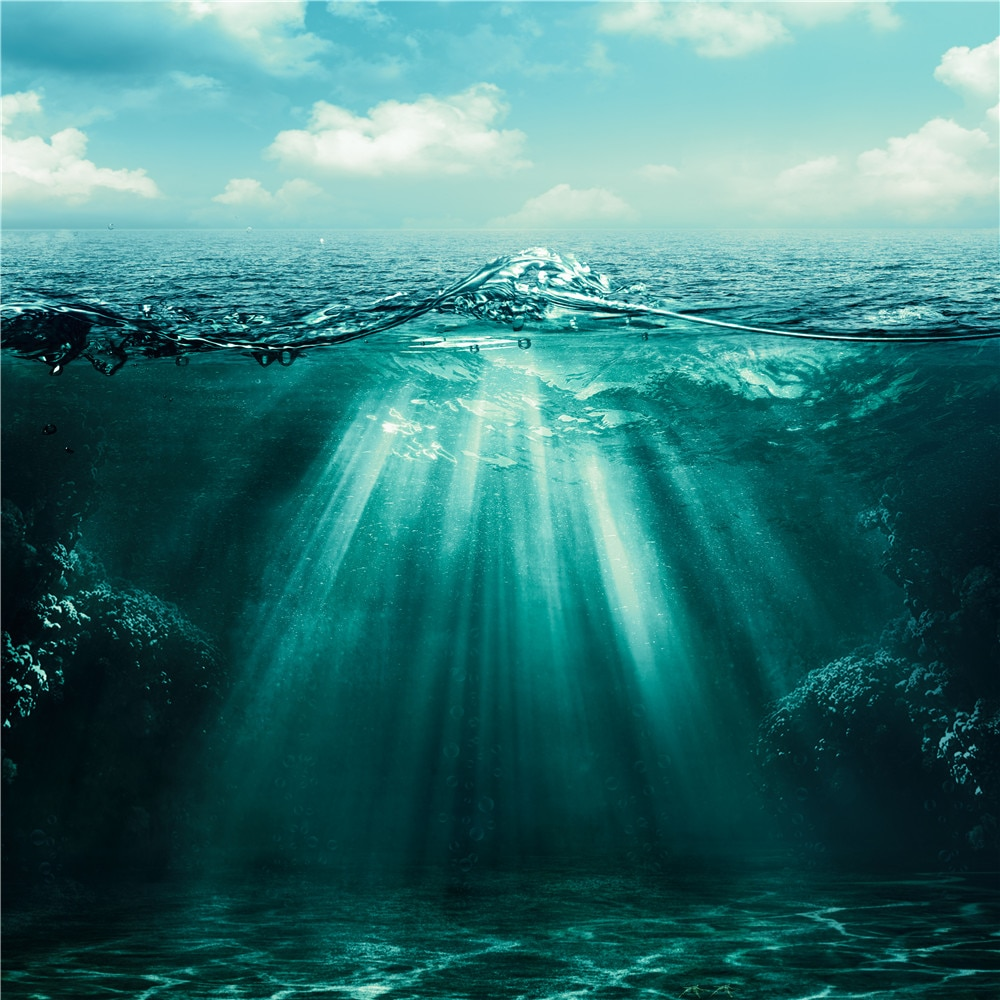 Fondo de fotografía de océano profundo impreso cielo azul nubes blancas sol a través de la superficie del mar fondo de naturaleza para estudio fotográfico