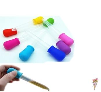 Claro 5ML de silicona de plástico de la medicina del bebé cuentagotas cuchara pipeta líquido alimentos cuentagotas bureta 12cm * 2cm de color al azar