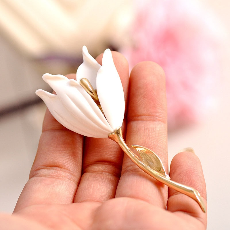 Nueva moda broche de flores de tulipán de resina alfileres insignia accesorios de joyería hechos a mano hermosos broches de mujer fiesta de cumpleaños A284