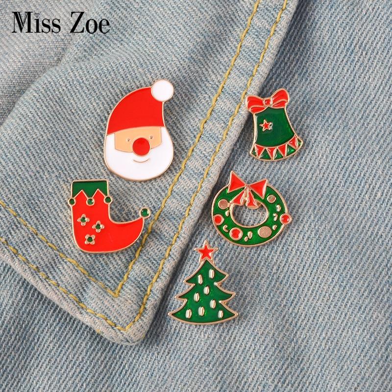 Navidad esmalte pin Santa Claus campana caramelo Pino calcetín insignia broche de solapa Denim Jeans camisa de dibujos animados joyería regalo para chico