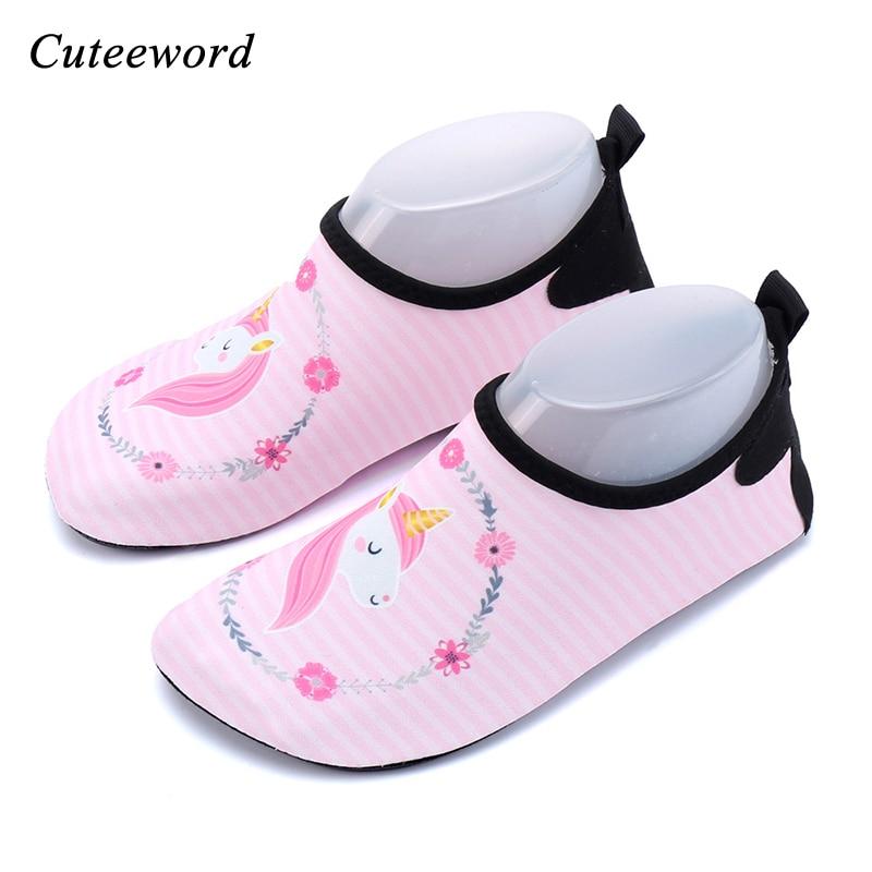Chaussures deau pour la plage   Pour enfants garçons et filles, chaussettes de plongée en forme de licorne, chaussures de natation pour plongée, tapis roulant, chaussure souple de yoga
