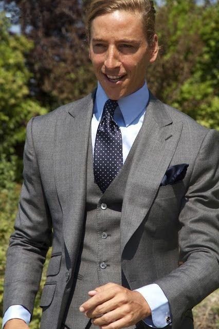 Chaqueta de esmoquin clásica del novio del traje gris del novio del verano 2019 chaqueta de esmoquin del novio del Tux del novio de la graduación para hombre (chaqueta + pantalón + chaleco + corbata)