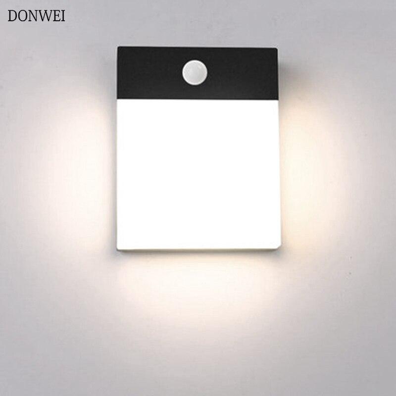 مصباح جداري LED مقاوم للماء IP65 مع كاشف حركة ، تصميم حديث ، مثالي للحديقة ، الفناء أو المنزل ، 18 واط.