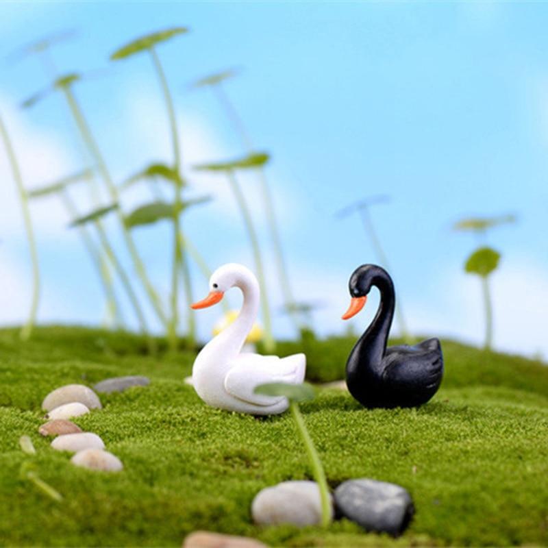 ZOCDOU 2 piezas Cisne pequeña estatua negro blanco Cygnus figurita hogar jardín adorno para manualidades regalo de cumpleaños regalo miniaturas