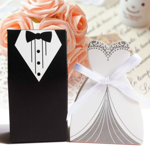 100 stücke Hochzeit Gunsten Candy Box Braut & Bräutigam Kleid Smoking Partei w/Band Geschenke Tasche Souvenirs DIY Event dekorationen Lieferungen