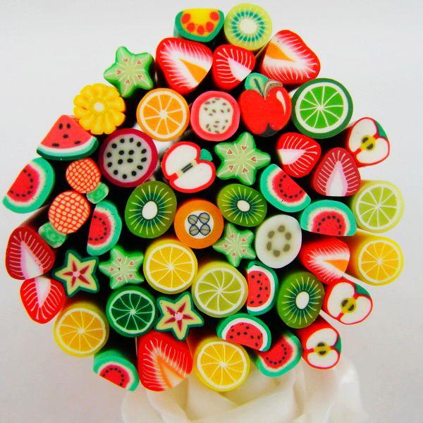 50 Peças De Argila Do Polímero Fimo Bastões de Frutas Bolo Miniture Animal Da Flor Do Coração Do Natal Cana Para DIY Resultados Da Jóia
