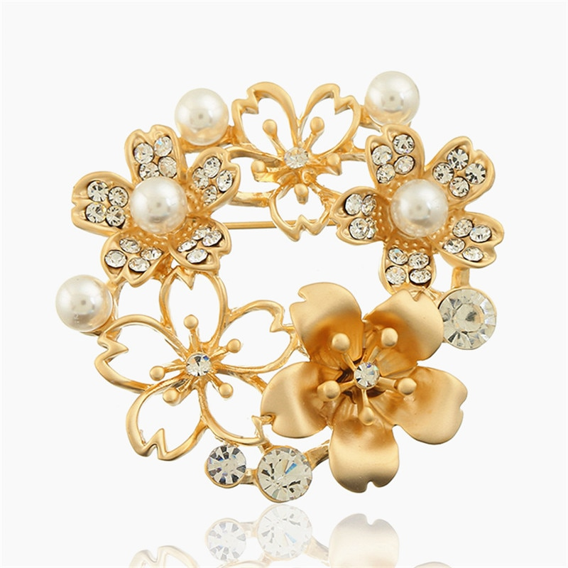 XIAO joven elegante simulada perla flor broches alfileres para mujeres Bijoux joyería de moda diamantes de imitación broches boda fiesta regalo