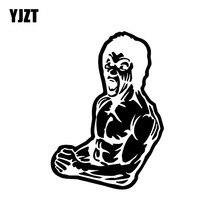YJZT 9.8CM * 13.6CM Bruce Lee dessin animé voiture autocollant vinyle décalque noir/argent C3-0045