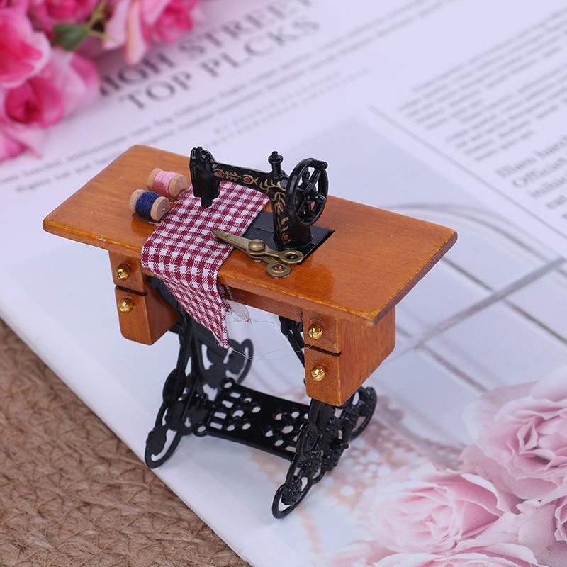 2019 1/12 Scale Dollhouse Decoration Wooden Miniature Furniture Families Vintage Miniature Sewing Machine With Cloth 1 12 scale dollhouse miniature household appliance model white drum washing machine