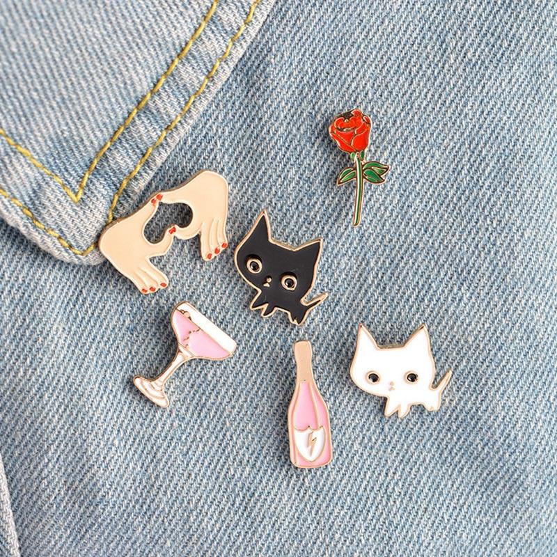 1 Uds taza con Gato rosa de dibujos animados broche de metal Pines de botón denim alfiler para chaqueta joyería pins de decoración para la ropa solapa pins
