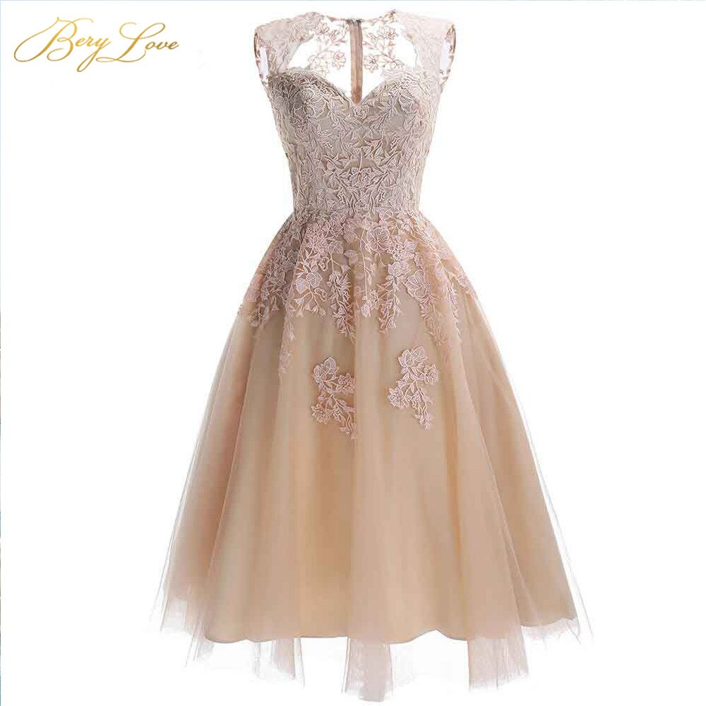 Vestidos BeryLove Chic Champagne hasta la rodilla Homecoming 2020 vestido de fiesta de encaje corto vestidos de fiesta económicos vestidos de Graduación