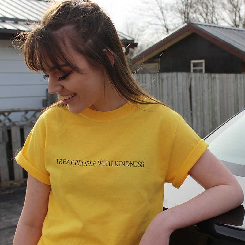 Женская футболка Skuggnas с надписью Treat People With Kindness, модная повседневная желтая футболка с надписью Феминистская Футболка Tops