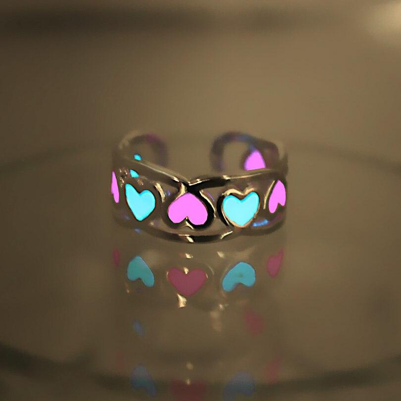Anillo brillante que brilla en la oscuridad corazón hueco amor abierto anillo mujeres cuproníquel anillos azul Rosa Original luminoso anillo chicas 2 colores