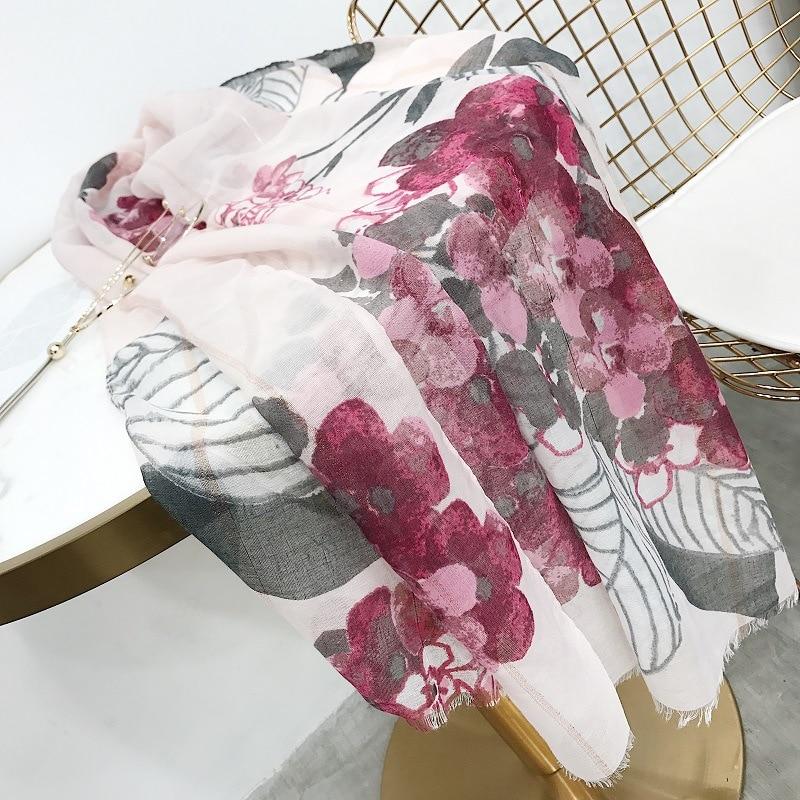 Pañuelo de viscosa con borla Floral de marca de lujo de 2018 España alta calidad urdimbre Pashmina Hijab Foulard Soie sjaal musulmán 180*90Cm