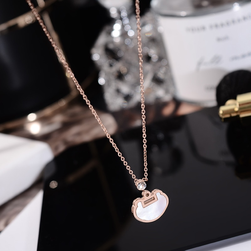 YUN RUO różowe złoto kolor naturalne powłoki szczęście blokada wisiorek naszyjnik moda biżuteria ze stali tytanu nigdy nie znikną Drop Shipping